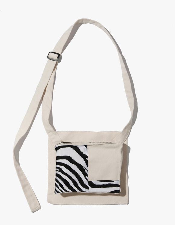 Kruchi lab Zebra Pocket Bag  - Ivory | HEIGHTS. | 하이츠 온라인 스토어