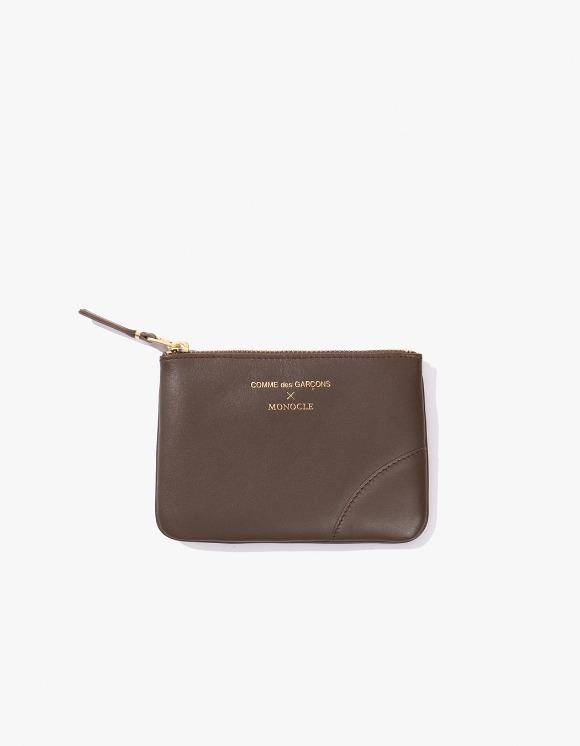 Monocle Comme Des Garçons x Monocle Small-Zip Pouch - Brown | HEIGHTS. | 하이츠 온라인 스토어