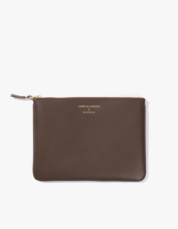 Monocle Comme Des Garçons x Monocle Large Pouch - Brown | HEIGHTS. | 하이츠 온라인 스토어