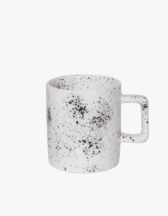 BEACH BOUND Splatter Mug - Black | HEIGHTS. | 하이츠 온라인 스토어