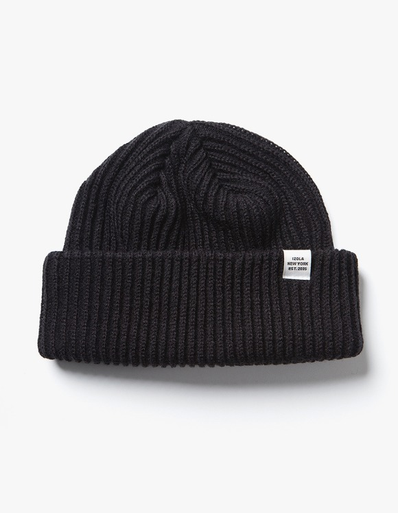 IZOLA NYC Logo Short Beanie - Black | HEIGHTS. | 하이츠 온라인 스토어