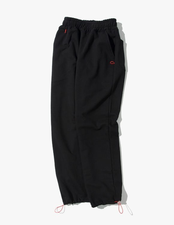 Kruchi lab Keyring point sweat pants - Black | HEIGHTS. | 하이츠 온라인 스토어