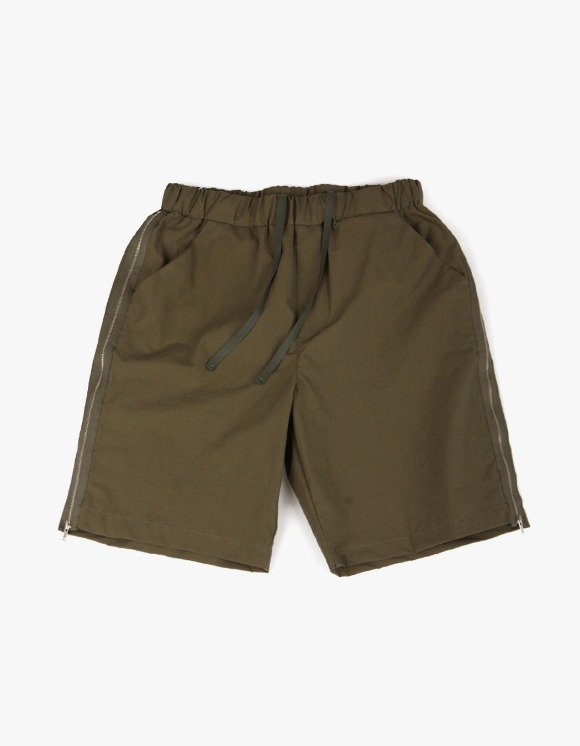 yeseyesee Zip Shorts - Olive | HEIGHTS. | 하이츠 온라인 스토어