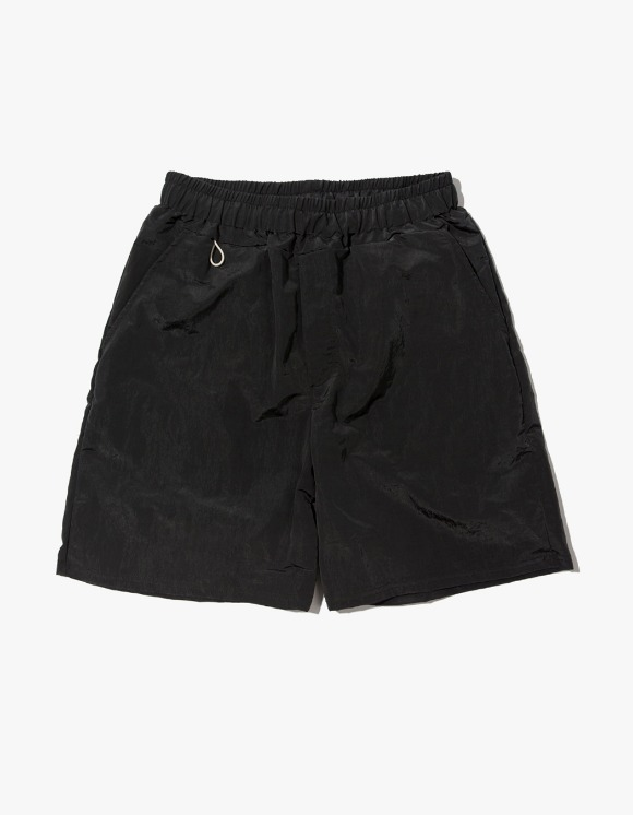Kruchi lab Keyring Shorts pants - Charcoal | HEIGHTS. | 하이츠 온라인 스토어