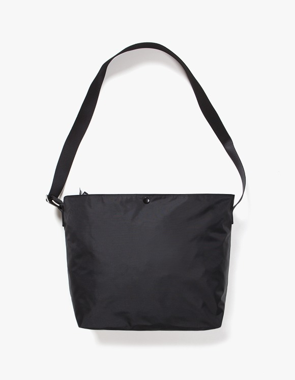 IZOLA NYC Nylon Shoulder Bag - Black | HEIGHTS. | 하이츠 온라인 스토어