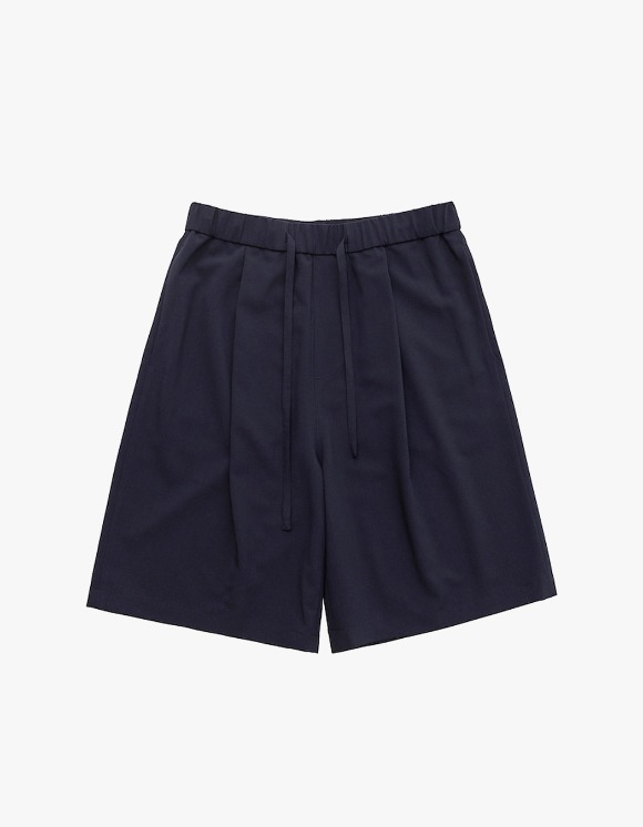 AECA WHITE One Tuck Short Slacks - Navy | HEIGHTS. | 하이츠 온라인 스토어