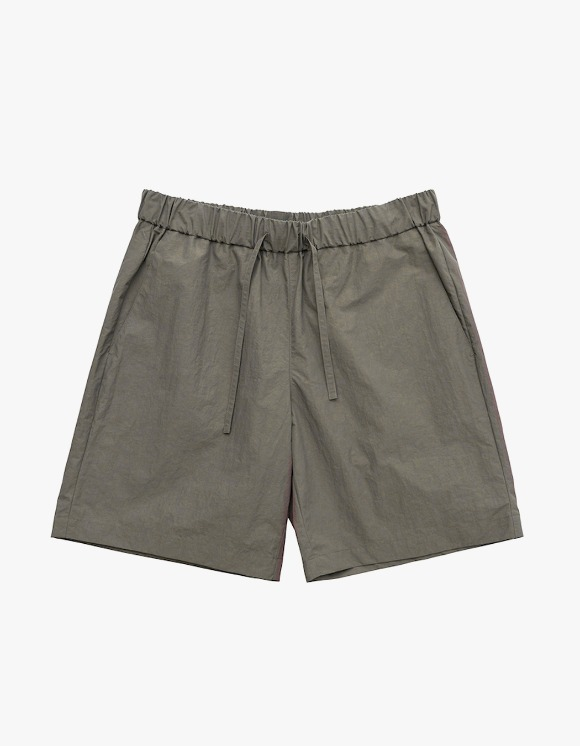 AECA WHITE Summer Essential Shorts - Charcoal Brown | HEIGHTS. | 하이츠 온라인 스토어