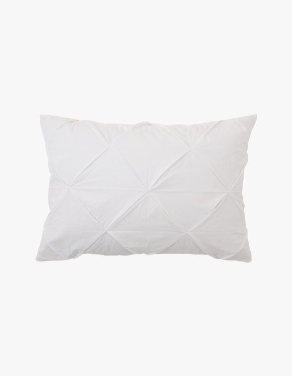 GATA Pinch Pillow Case - White | HEIGHTS. | 하이츠 온라인 스토어