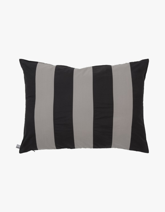 GATA Pappardelle Pillow Case - Black | HEIGHTS. | 하이츠 온라인 스토어