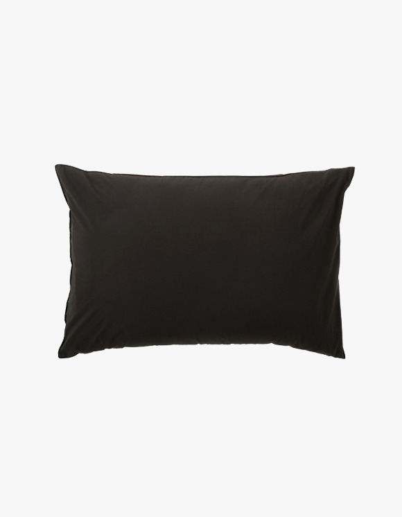 GATA Island Pillow Case - Black | HEIGHTS. | 하이츠 온라인 스토어
