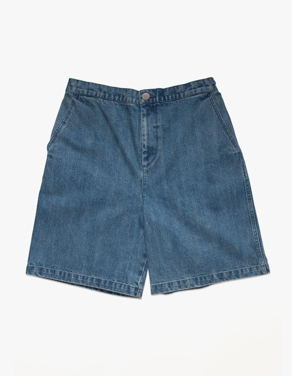 Victoria Hong Kong Denim Shorts - Light Indigo | HEIGHTS. | 하이츠 온라인 스토어