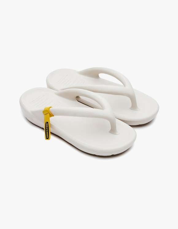 Taw&Toe ZEROVITY™ Flip Flop - Cream | HEIGHTS. | 하이츠 온라인 스토어