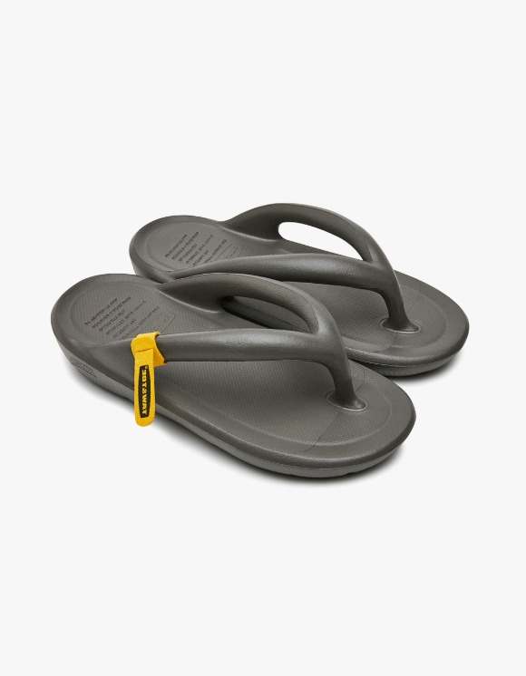 Taw&Toe ZEROVITY™ Flip Flop - Charcoal | HEIGHTS. | 하이츠 온라인 스토어